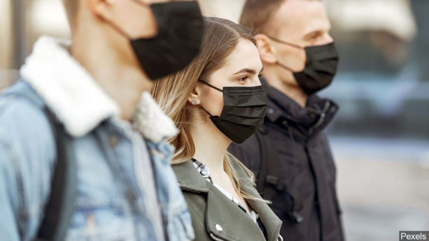 People walking with face masks logo news Pexels