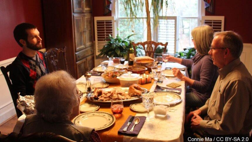 A family at Thanksgiving logo_ Connie Ma : CC BY-SA 2.0
