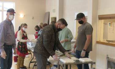 Volunteers package Thanksgiving meals at Jason Lee Memorial United Methodist Church