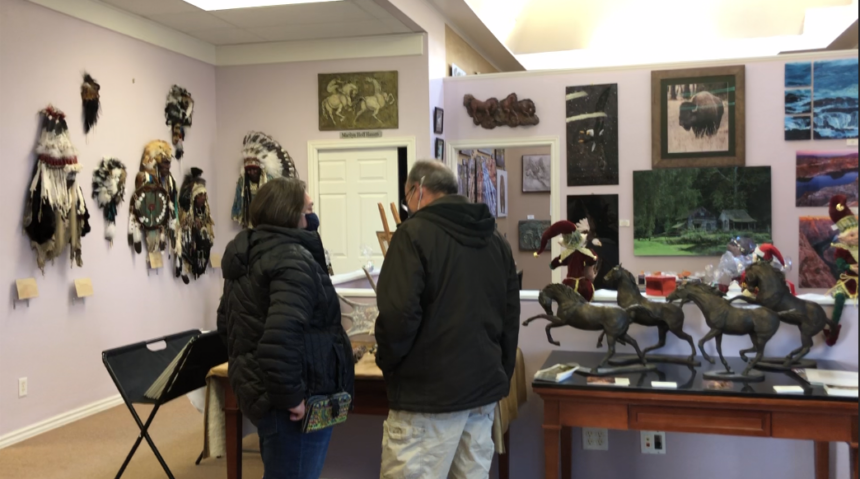 Eagle Rock Gallery hosts Christmas party