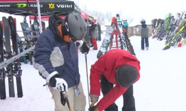 Atomic vendor Ryan Gass assists skier during Demo Day at Pebble Creek Ski Area