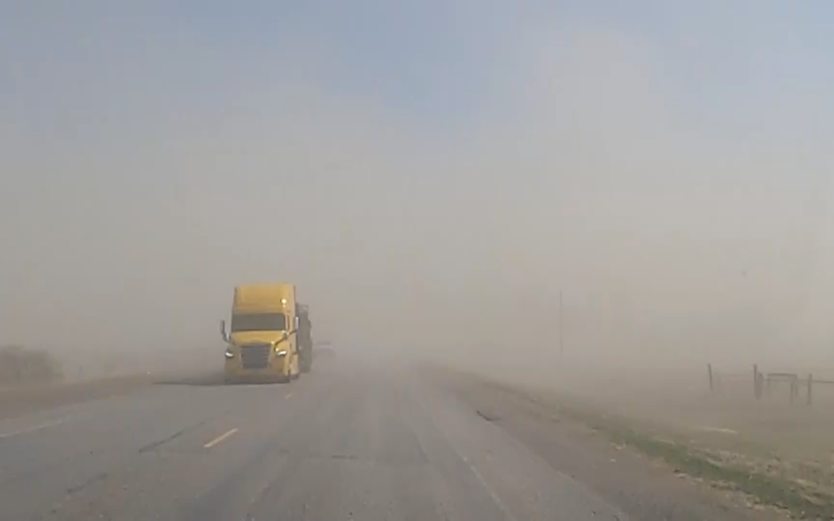 Dust affecting Interstate 15 in Eastern Idaho