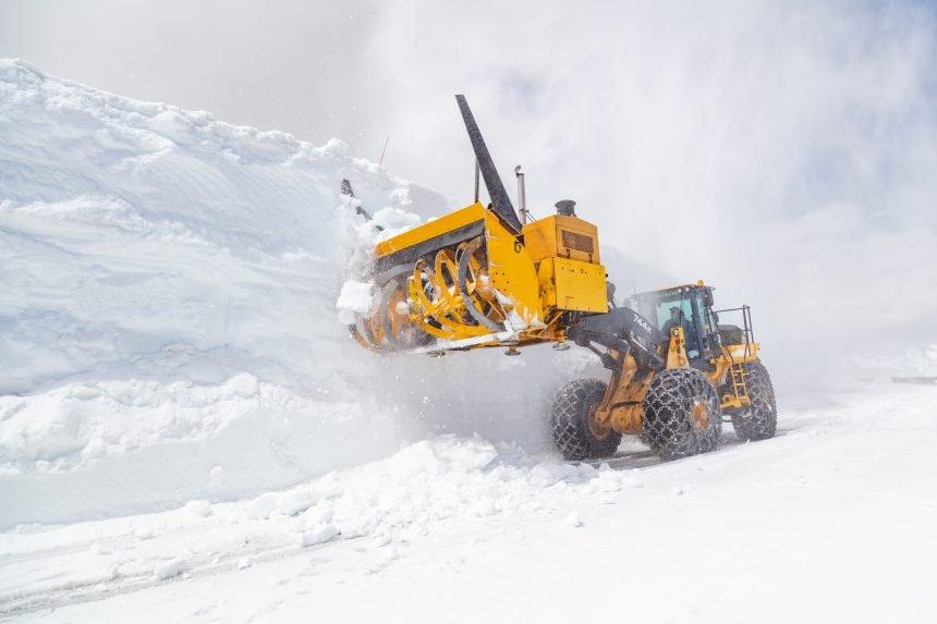 Plowing Beartooth Highway 2021 (30)