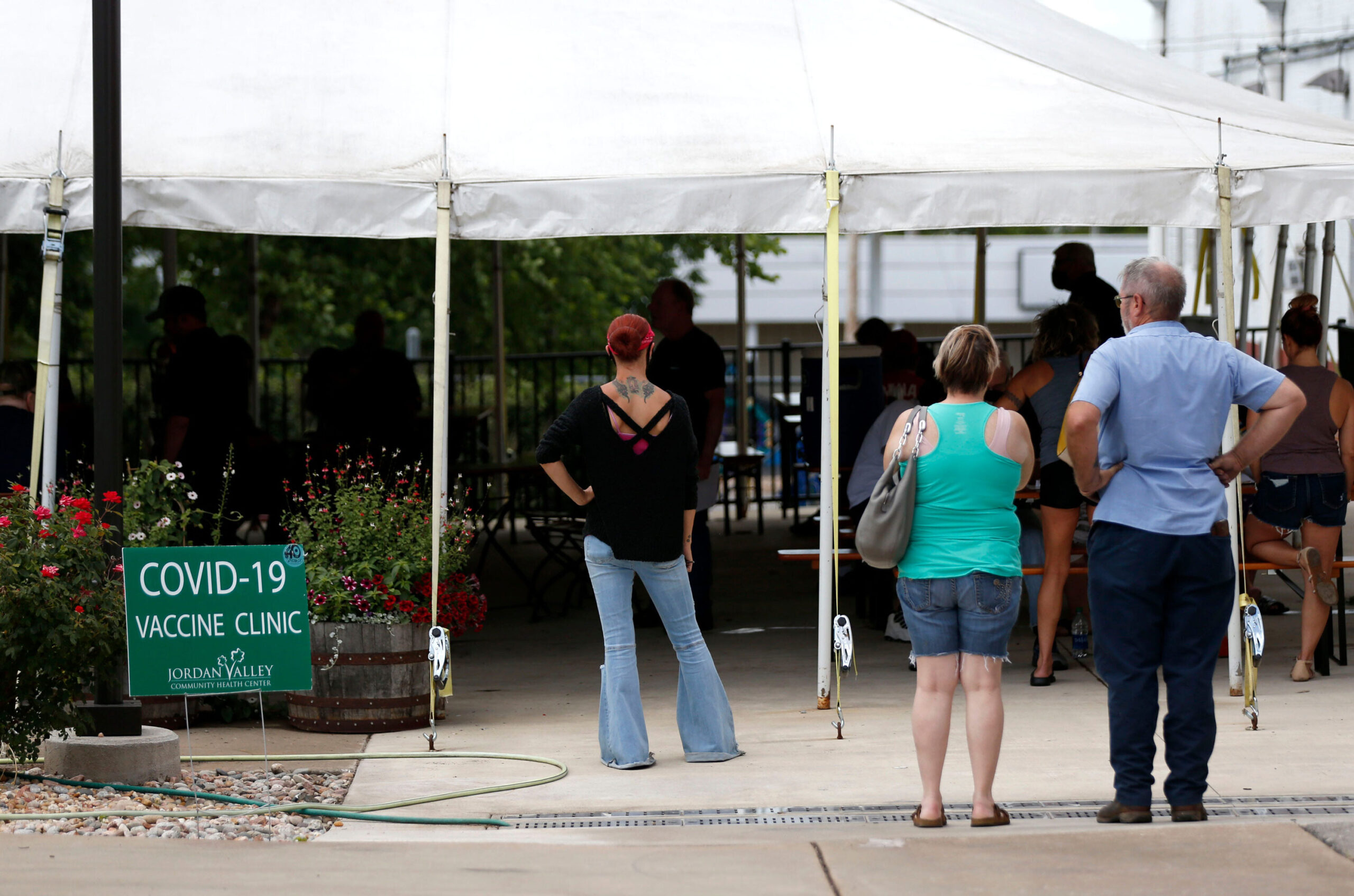 <i>Nathan Papes/Springfield News-Leader/Imagn</i><br/>People line up for the vaccine at Mother's Brewing Company in Springfield