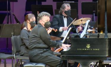 Pianist Jeffrey Biegel performs with Idaho-State Civic Symphony
