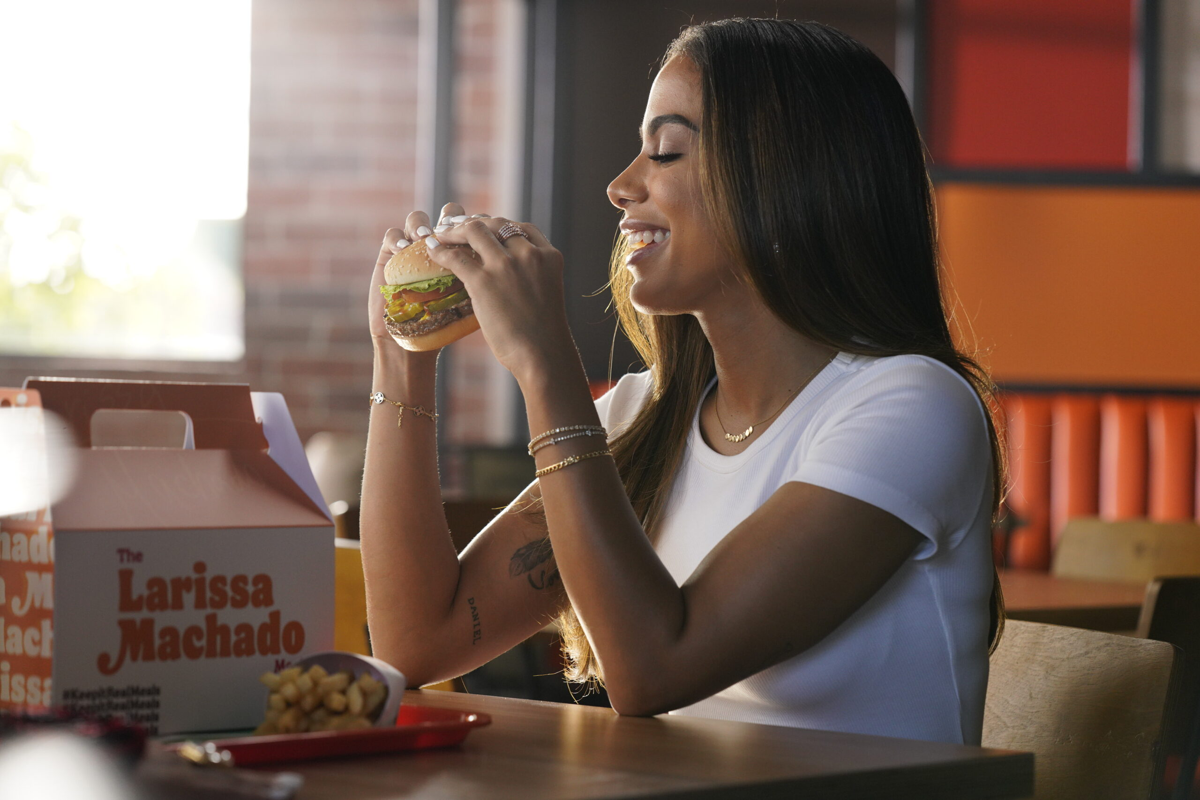 <i>Burger King</i><br/>Burger King is hiring celebrities to promote its menu changes.