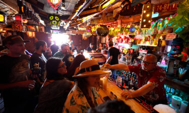 Los Angeles County will require customers and employees in indoor bars