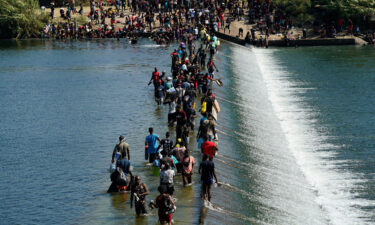 Thousands of migrants including families